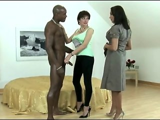Sexy Brunette Likes Big Black Cock!!!!!!!