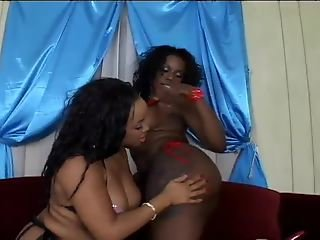 LES GHETTO GIRLS LICKING AND FUCKING