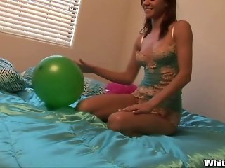 Naked Sexkitten And Her Balloon