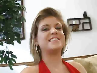 Dirty talking babe gives excellent head