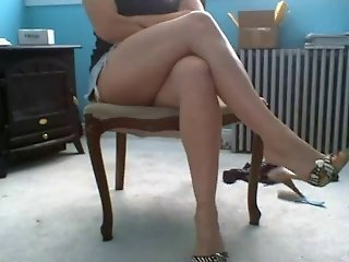 Miniskirt,crossed legs,very horny. Part 1
