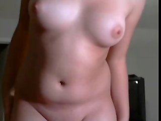 AMATEUR SEXY HOUSEWIFE STRIPPING