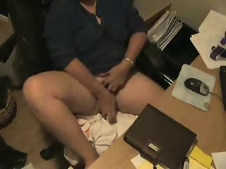 See what my mom do at computer. Hidden cam