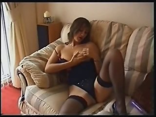 British MILF playing