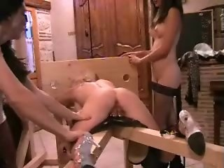 BDSM girls play