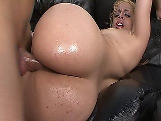 Horny Blonde Milf Slut Taylor Ray Fucked In The Tub And The Couch