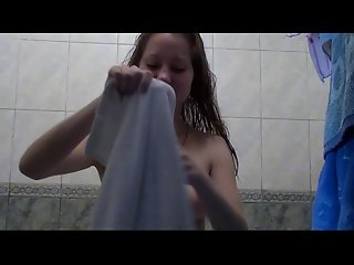 Sexy Russian Amateur Babe Taking A Bath And Toweling Dry