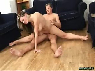 Flexible amateur gets fucked