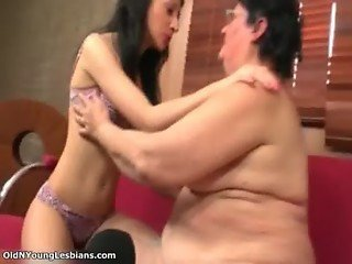 Fat mature lesbian gets her wet old