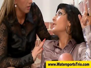 Watersport pissing fetish ffm threesome