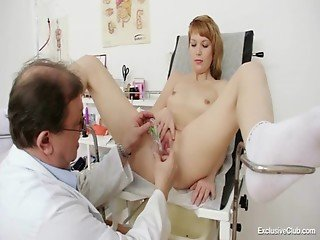 Sarah (25 years girls gyno exam)