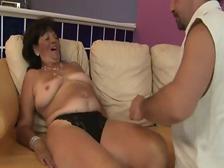 Old amateur grandma getting titfucked