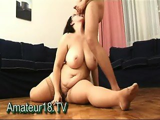 Fat flexible houswife fucking in splits