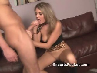 Escort babe blows a big cock after agreeing to film for a home collection