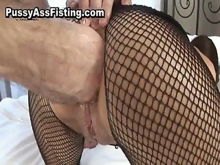 Whore in fishnets gets double penetrated