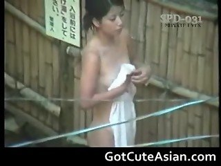 Horny Japanese ladies bathing