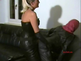 STRAP-ON slave in full leather 01