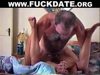 Homemade mature amateur fucks on bed