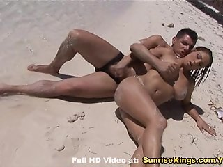 Big natural tit babe blowjob and sex on the beach