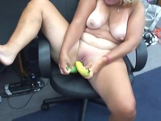 Liisa plays with bananas - Mavenhouse
