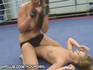 Catfight: Lisa Sparkle vs. Linda Ray