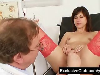 Kinky gyno doctor fingers pussy of hot brunette