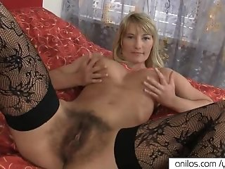 Bigtit mom toys her hairy twat