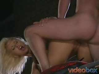 Gorgeous Lady Fucked On Top Of The Van