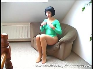 Flexible Alex streching in nylons