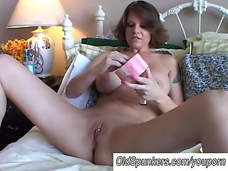 Big tits MILF shaves her pretty pussy