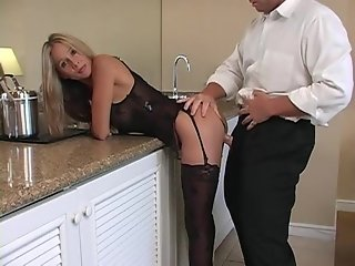 Hot Housewife Rio - Room Service