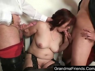 Mature lost her pussy in a poker game