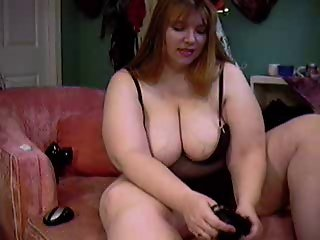 BBW Hippy Cick showing her body on cam