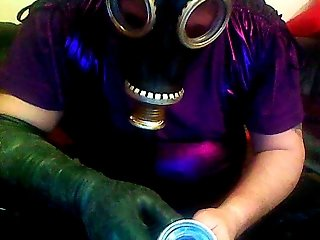 Cd with RubberMask a Gloves cums on