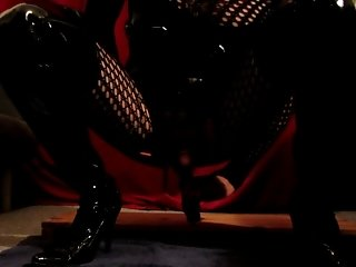 Dildo ride, sucking and cumshot in latex and thigh boots