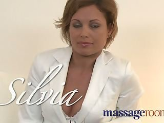 Massage Rooms Hot MILF enjoys big oily fingers deep in her j