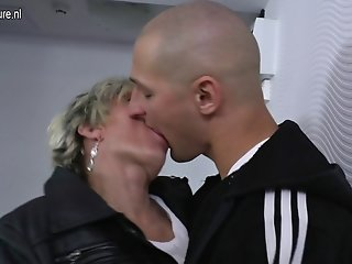 Old mature mom gets fucked by her toyboy