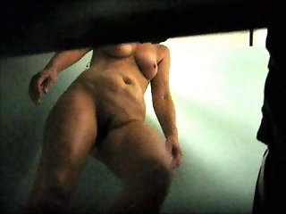 Hidden cam- mature wtih good body in poolcabin