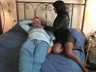Brunette Italian wife goes to her lover
