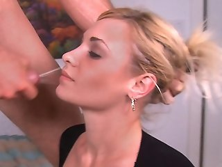 Babe gets facial cumshot after emotional thrusting